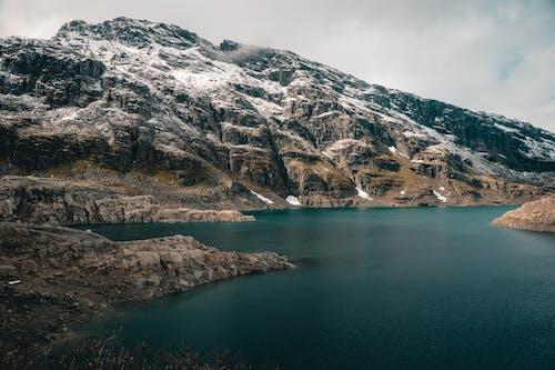 Foto d'estoc gratuïta de cos d'aigua, llac, llac de muntanya, mar
