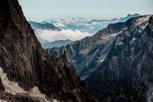 Foto d'estoc gratuïta de a l'aire lliure, aventura, capvespre, escalar