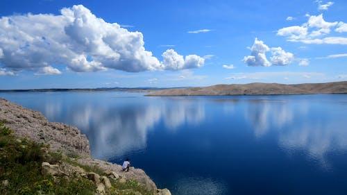 Akdeniz, bulutlar, dağlar, deniz içeren Ücretsiz stok fotoğraf