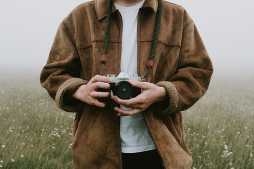 Fotos de stock gratuitas de adulto, afuera, al aire libre, analógico
