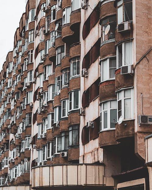 低角度拍攝, 公寓, 外觀, 建築物正面 的 免费素材照片