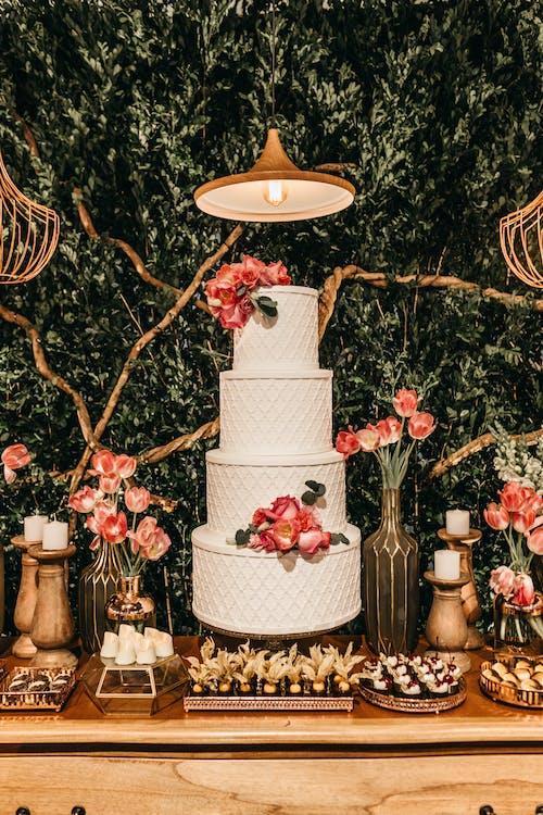 Photos gratuites de art, célébration, chariot de desserts, composition florale