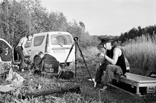 Δωρεάν στοκ φωτογραφιών με αναψυχή, άνδρας, ασπρόμαυρο, αυτοκίνητο