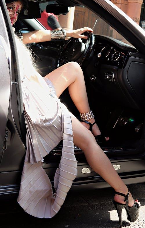 Immagine gratuita di auto di lusso, faccia arte, londra, scarpe femminili
