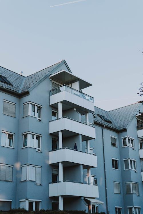 Foto d'estoc gratuïta de arquitectura, balcons, casa, condomini