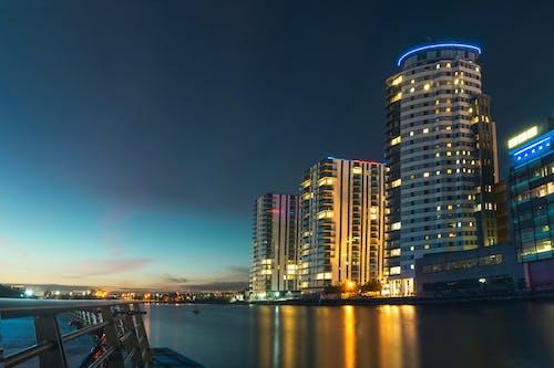反射, 城市, 城市的燈光, 塔 的 免费素材照片