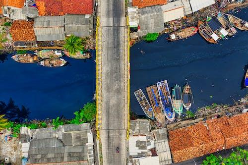 Gratis arkivbilde med båter, bolighus, bro, dronebilde