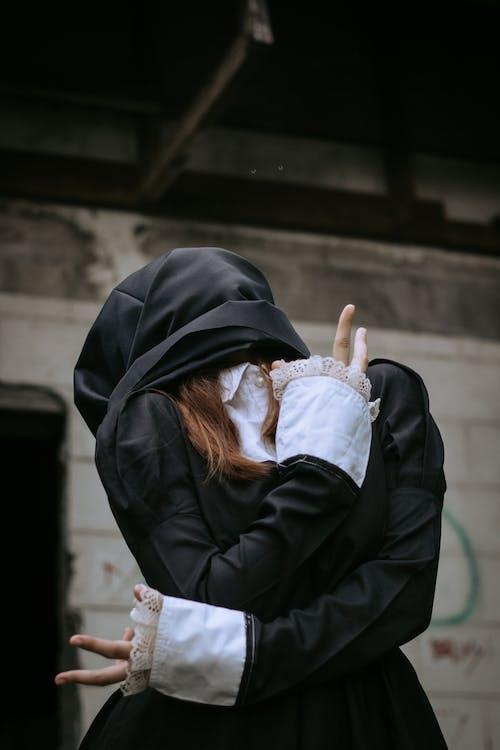 Foto d'estoc gratuïta de a l'aire lliure, carrer, cobert, desgast