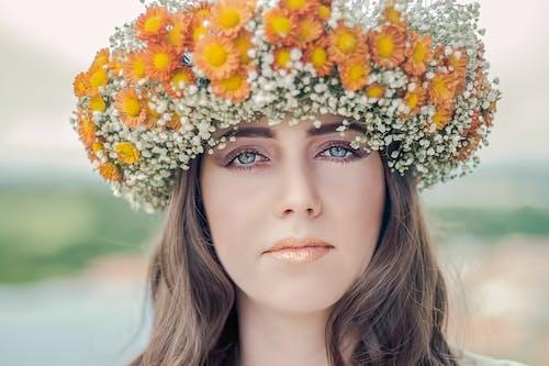 Základová fotografie zdarma na téma brunetka, dáma, krása, květiny
