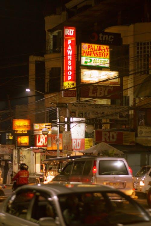 Бесплатное стоковое фото с автомобили, дорожное движение, ночная жизнь, ночные огни