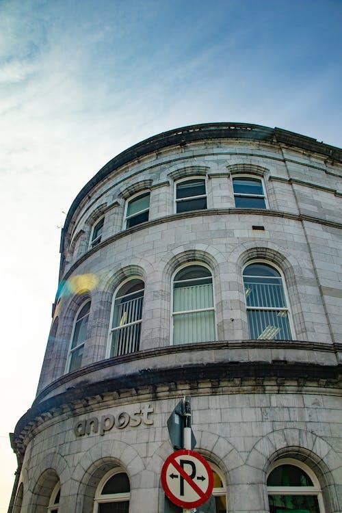 Foto profissional grátis de canto, céu, edifícios de escritórios, inferior