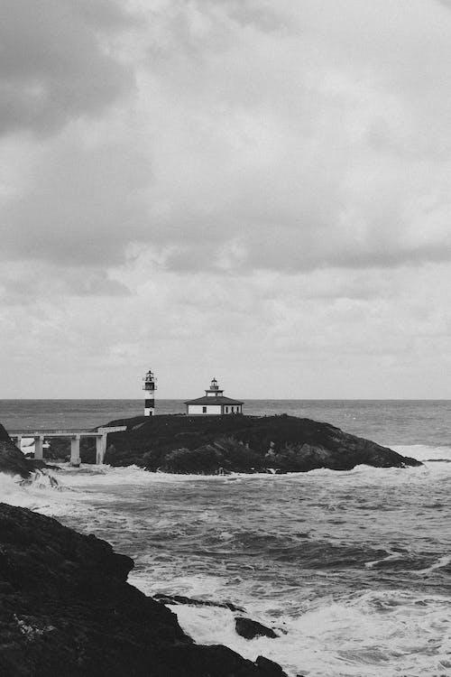 Foto d'estoc gratuïta de a la vora de l'oceà, acomiadar-se, blanc i negre, cabina
