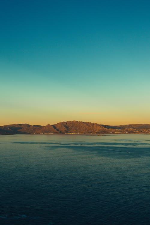 Foto d'estoc gratuïta de a l'aire lliure, aigua, alba, badia
