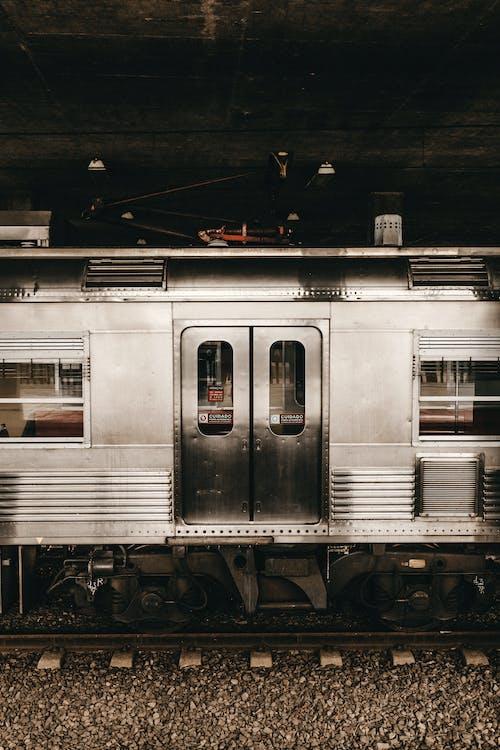 Безкоштовне стокове фото на тему «Залізничний вокзал, локомотив, потяг, станція»