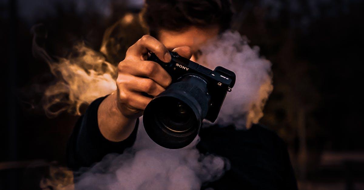 Дым из вспышки фотоаппарата рота