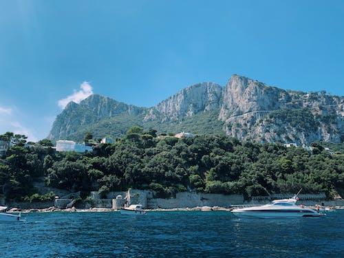 Бесплатное стоковое фото с mountianside, амальфитанское, вода, голубая вода