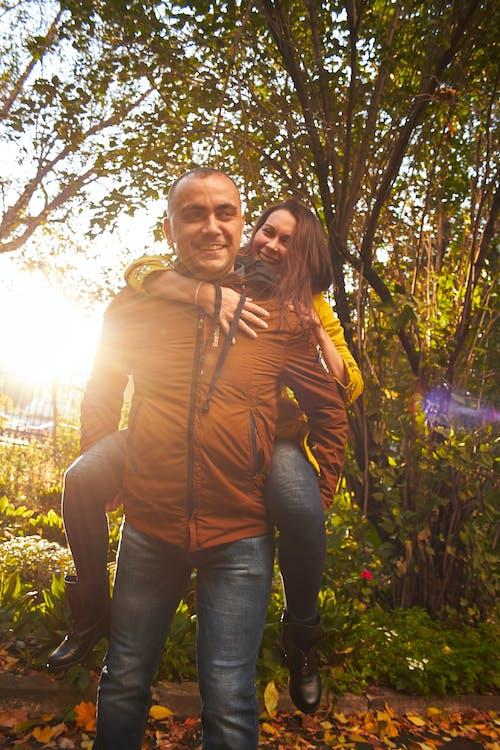 Foto profissional grátis de dia de sol, família, história de amor