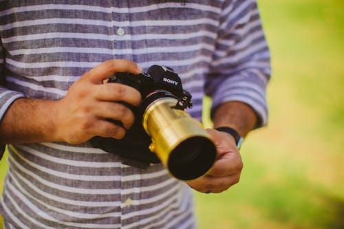 Kostenloses Stock Foto zu ausrüstung, draußen, fokus, fotograf