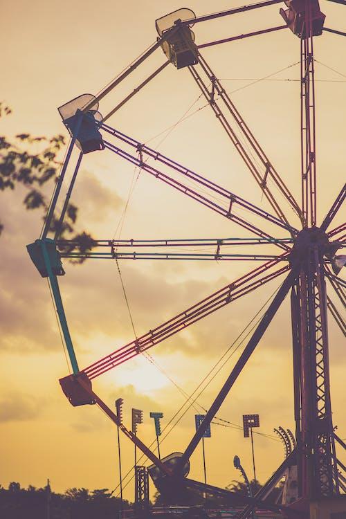 Foto profissional grátis de alvorecer, cair da noite, carnaval, circular