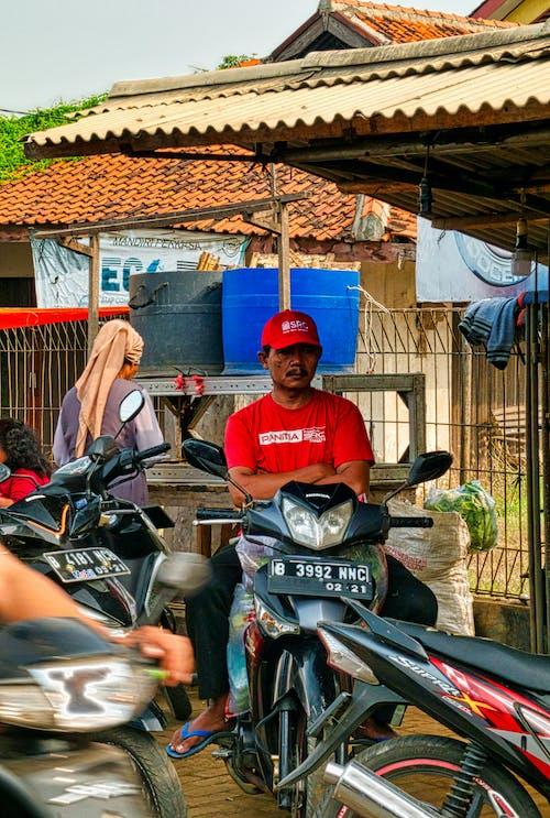 Fotobanka sbezplatnými fotkami na tému človek, dopravný systém, Indonézia, motocykel
