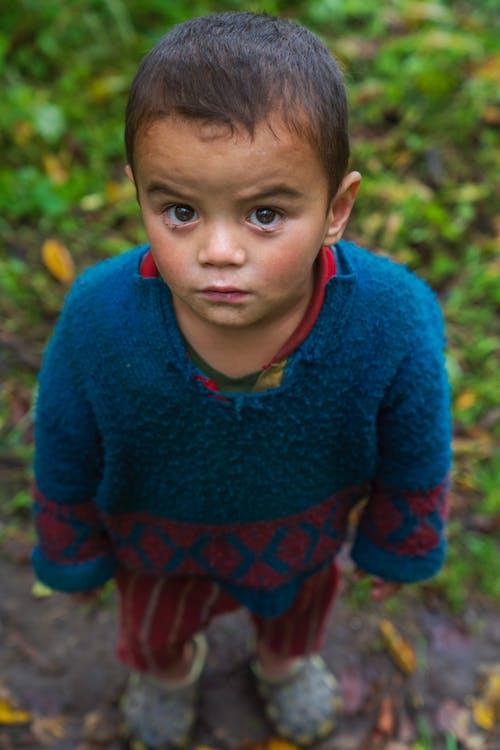 Foto stok gratis anak, anak kecil, apel, jarak dekat