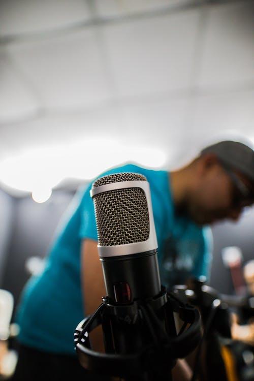 Mikrofon Kondensor Perak Dan Hitam