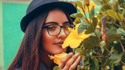 Free stock photo of flowers, Girl with glasses, hat, hipster