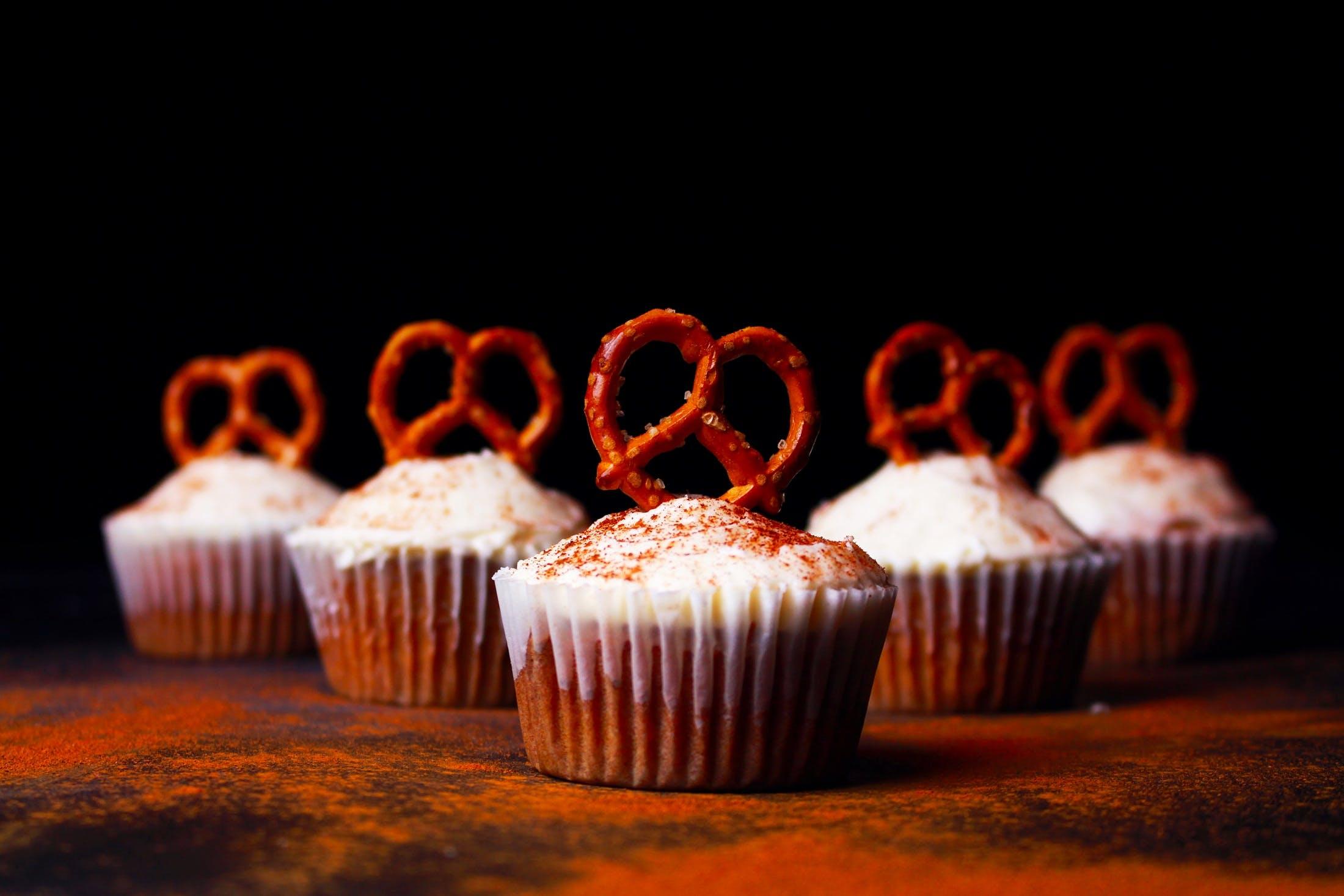 Darmowe zdjęcie z galerii z babeczka, ciemny, cukier, deser