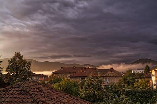 Бесплатное стоковое фото с восход, облачное небо, предзакатный час, туман