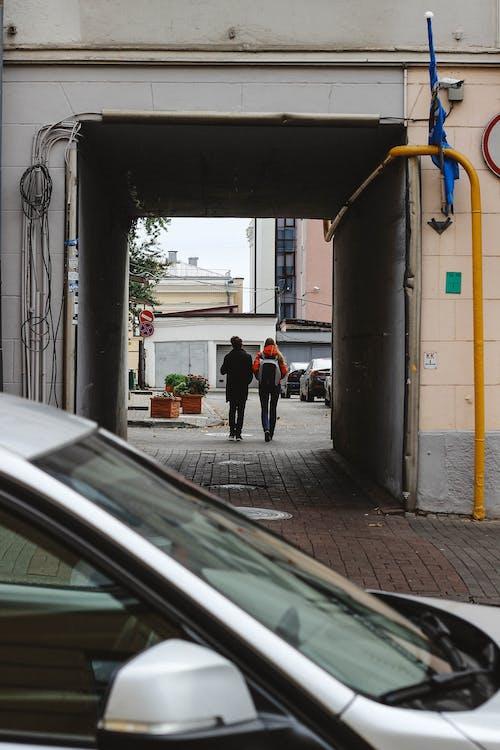 Darmowe zdjęcie z galerii z dom, ludzie, samochód, ulica