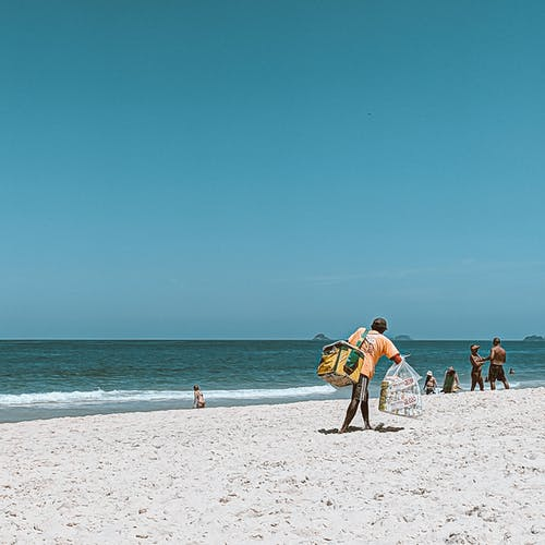 Fotos de stock gratuitas de agua, al aire libre, arena, bolso