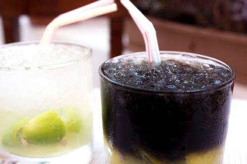 Ilmainen kuvapankkikuva tunnisteilla alkoholi, cocktaillasit, country-tyttö, juoma
