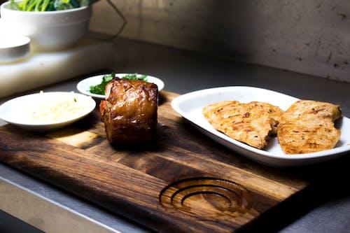 Ilmainen kuvapankkikuva tunnisteilla kana, naudanliha, paisti, puulankku