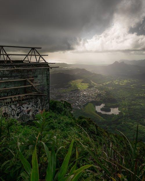 Photos gratuites de escaliers en métal, montagne, nuages, océan