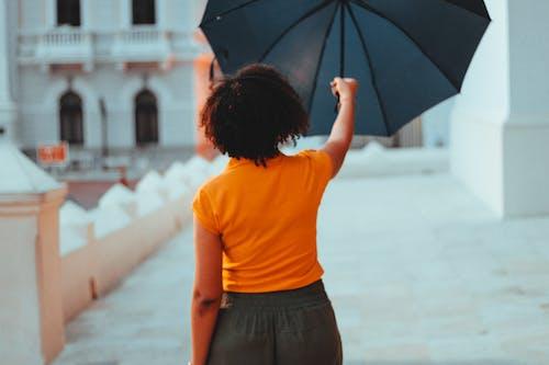 Foto d'estoc gratuïta de blau, dona africana, dona afroamericana, Dona bonica