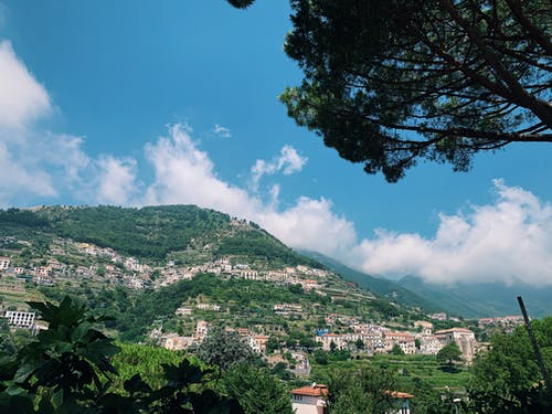 Бесплатное стоковое фото с амальфитанское, архитектура, голубое небо, горы