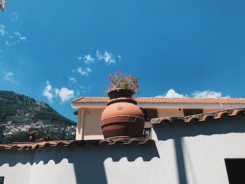 Бесплатное стоковое фото с амальфитанское, архитектура, глиняный горшок, голубое небо