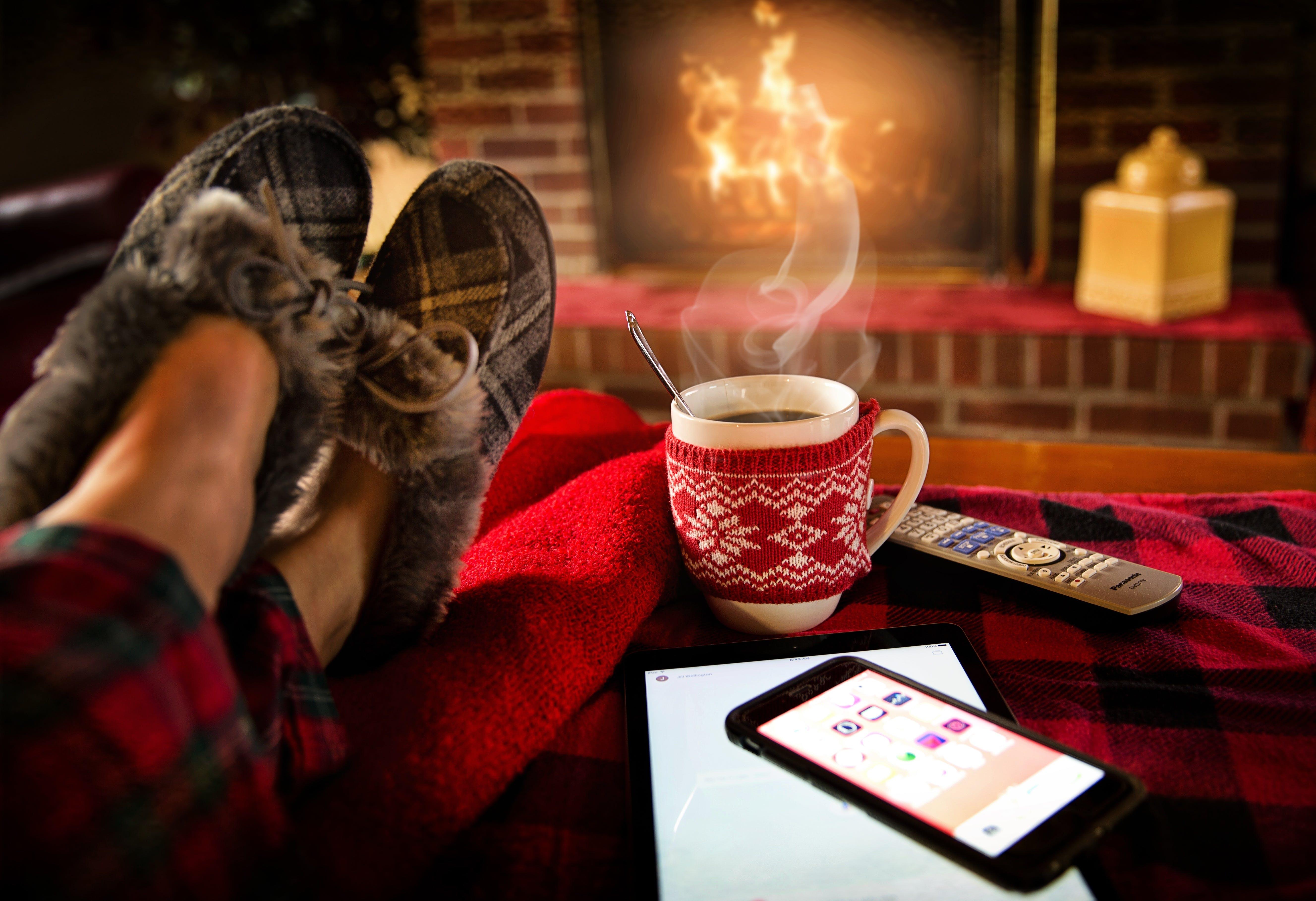 Kostenloses Stock Foto zu becher, chillen, drinnen, entspannung