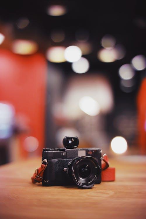 analog kamera, bokeh, kamera, makro fotoğraf içeren Ücretsiz stok fotoğraf