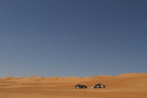 açık hava, çadır, çekici, çöl içeren Ücretsiz stok fotoğraf