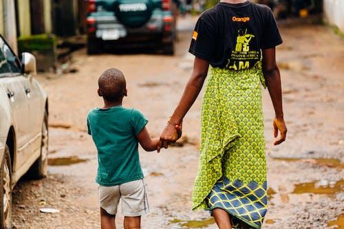 Immagine gratuita di bambino, camminando, divertimento, esterno