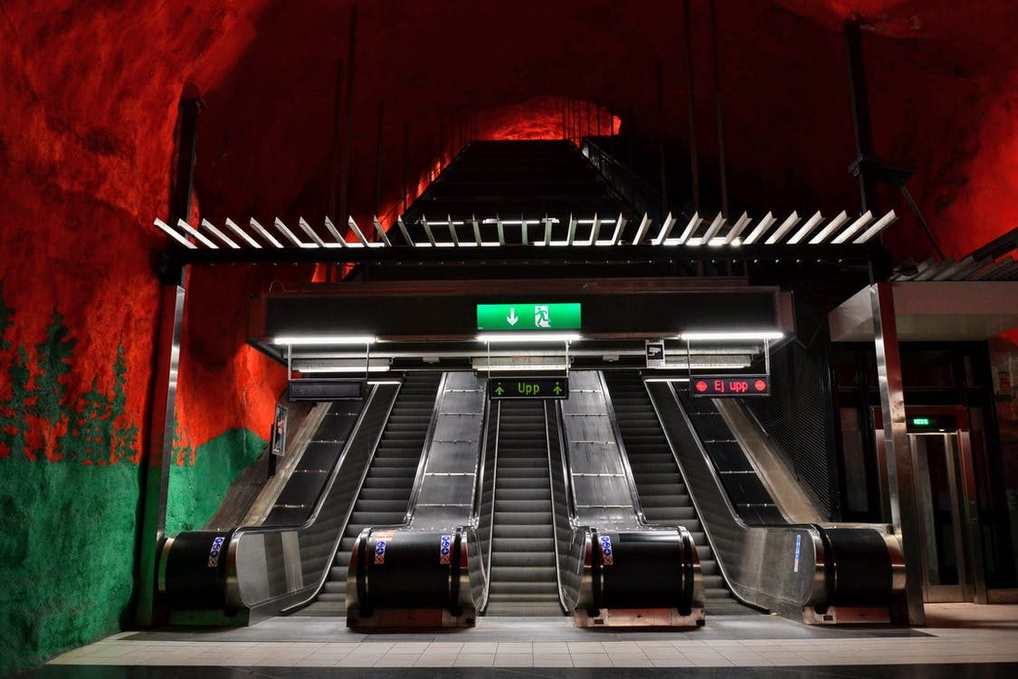 Escaleras Mecánicas Grises