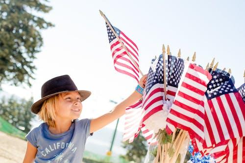 Foto profissional grátis de 4 de julho, bandeiras, celebração, criança