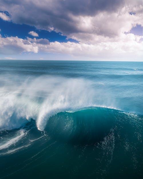 Sea Waves Splashing
