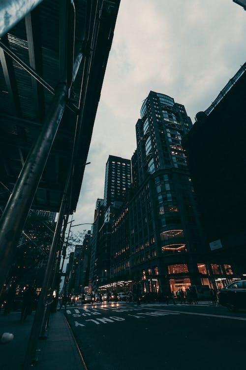 Darmowe zdjęcie z galerii z architektura, budynki, chmury, miasto