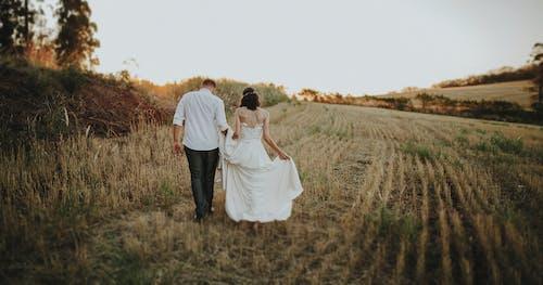 Gratis arkivbilde med åker, bryllup, bryllupsdag, ekteskap