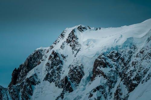 Fotobanka sbezplatnými fotkami na tému chladný, exteriéry, horský vrchol, kopec