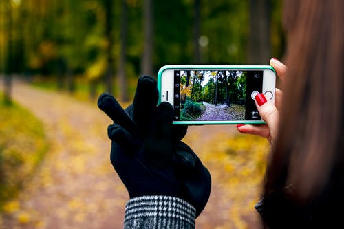 3C用品, iPhone, 人類, 公園 的 免费素材照片