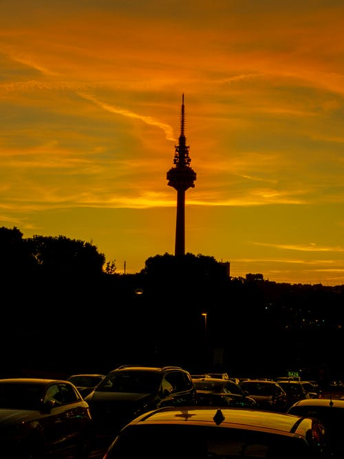 Безкоштовне стокове фото на тему «автомобіль, Захід сонця, місто, небо»