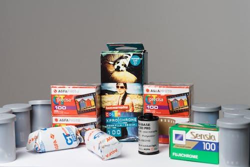 Fotos de stock gratuitas de 35 mm, cámara analógica, cámara vintage, color